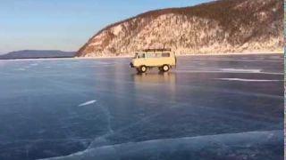 Дрифт на льду Байкала
